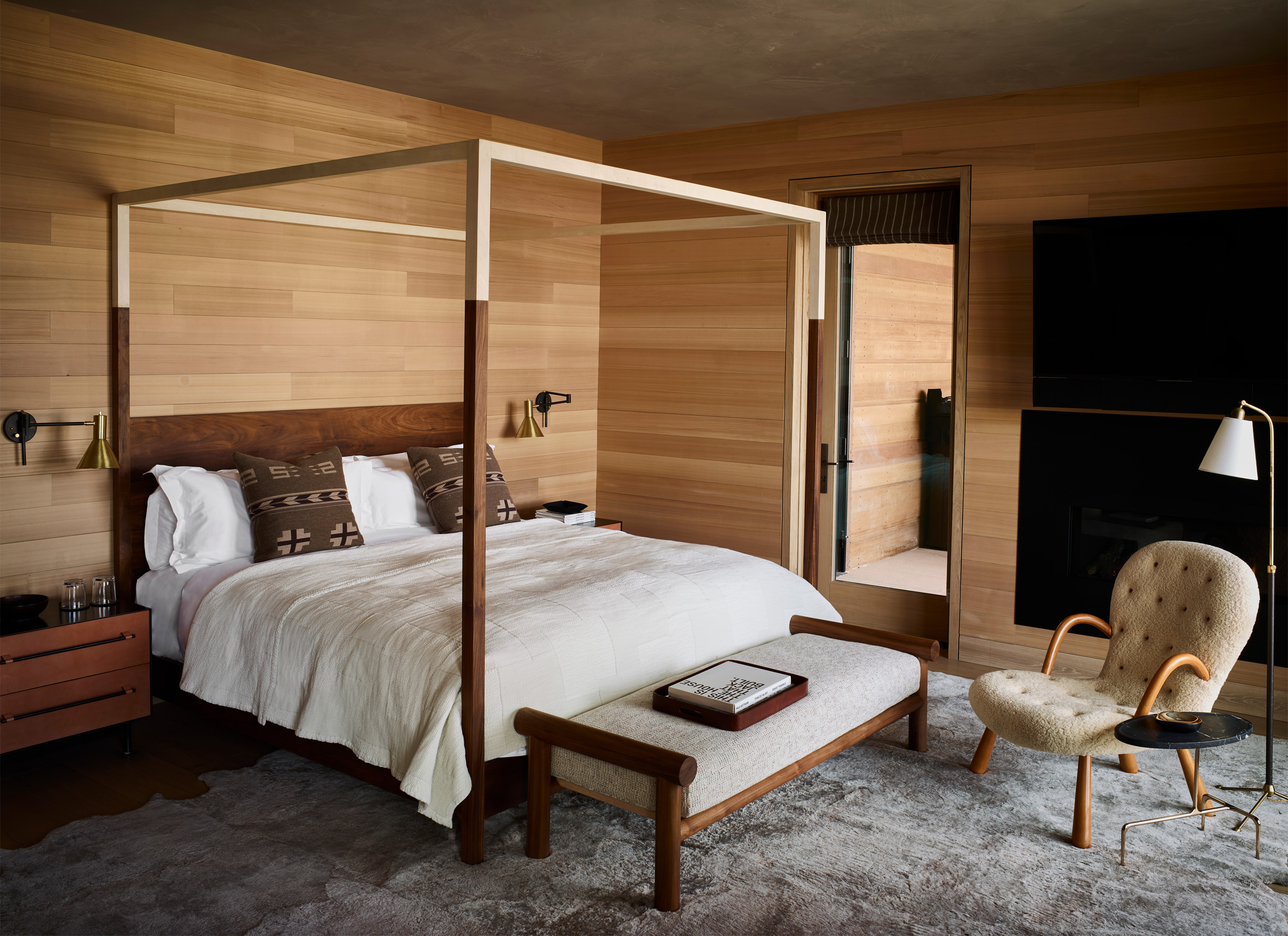 Taupo suite - king bedroom overview
