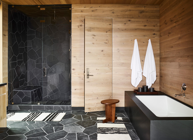 Taupo suite - bathroom and bathtub