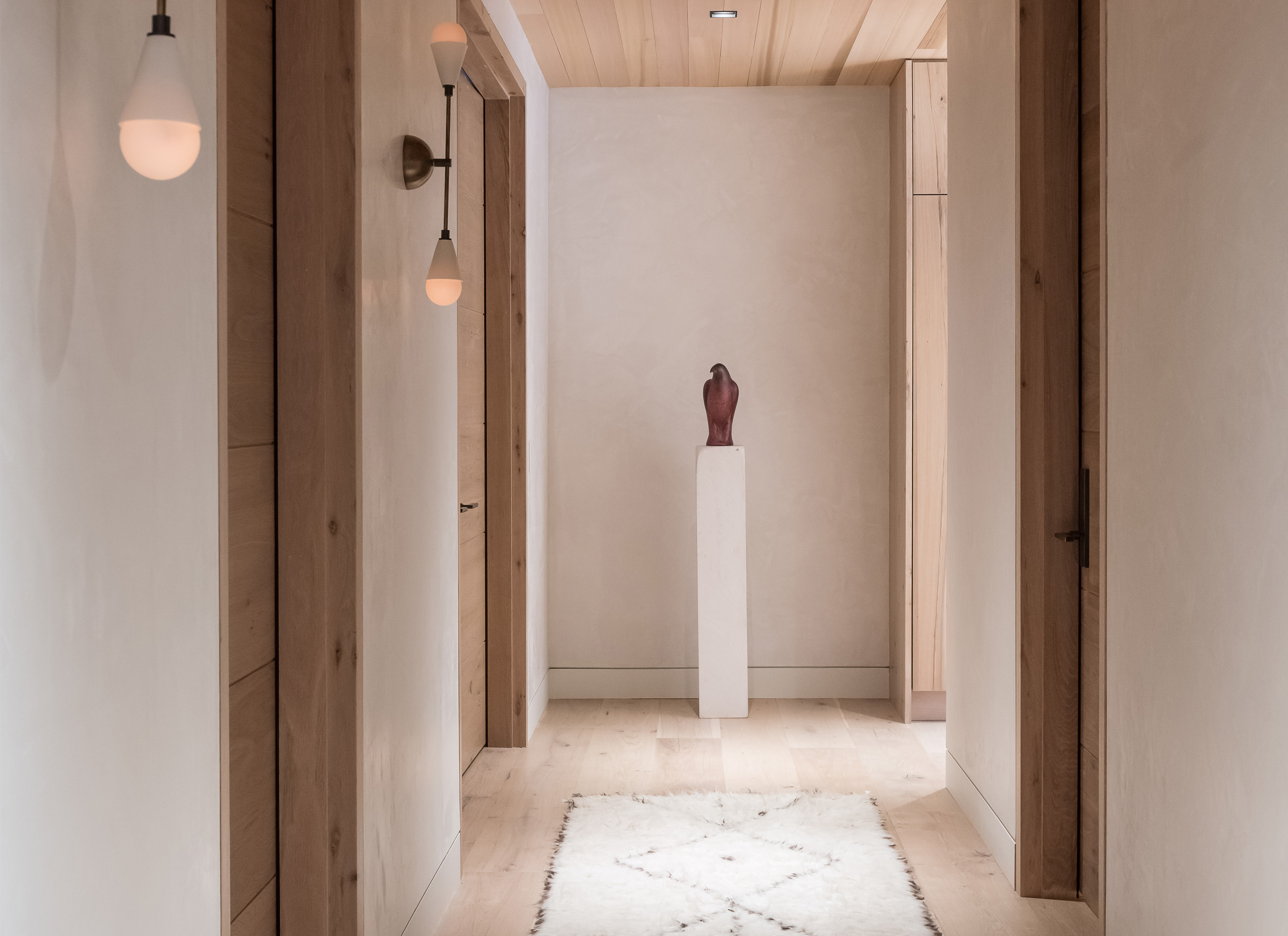 Valles Suite - Hallway with Statue of Eagle