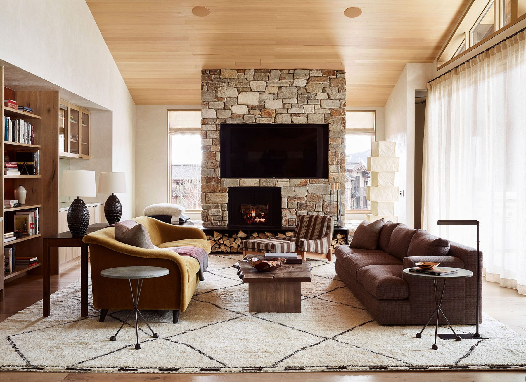 living area with fireplace - caldera house