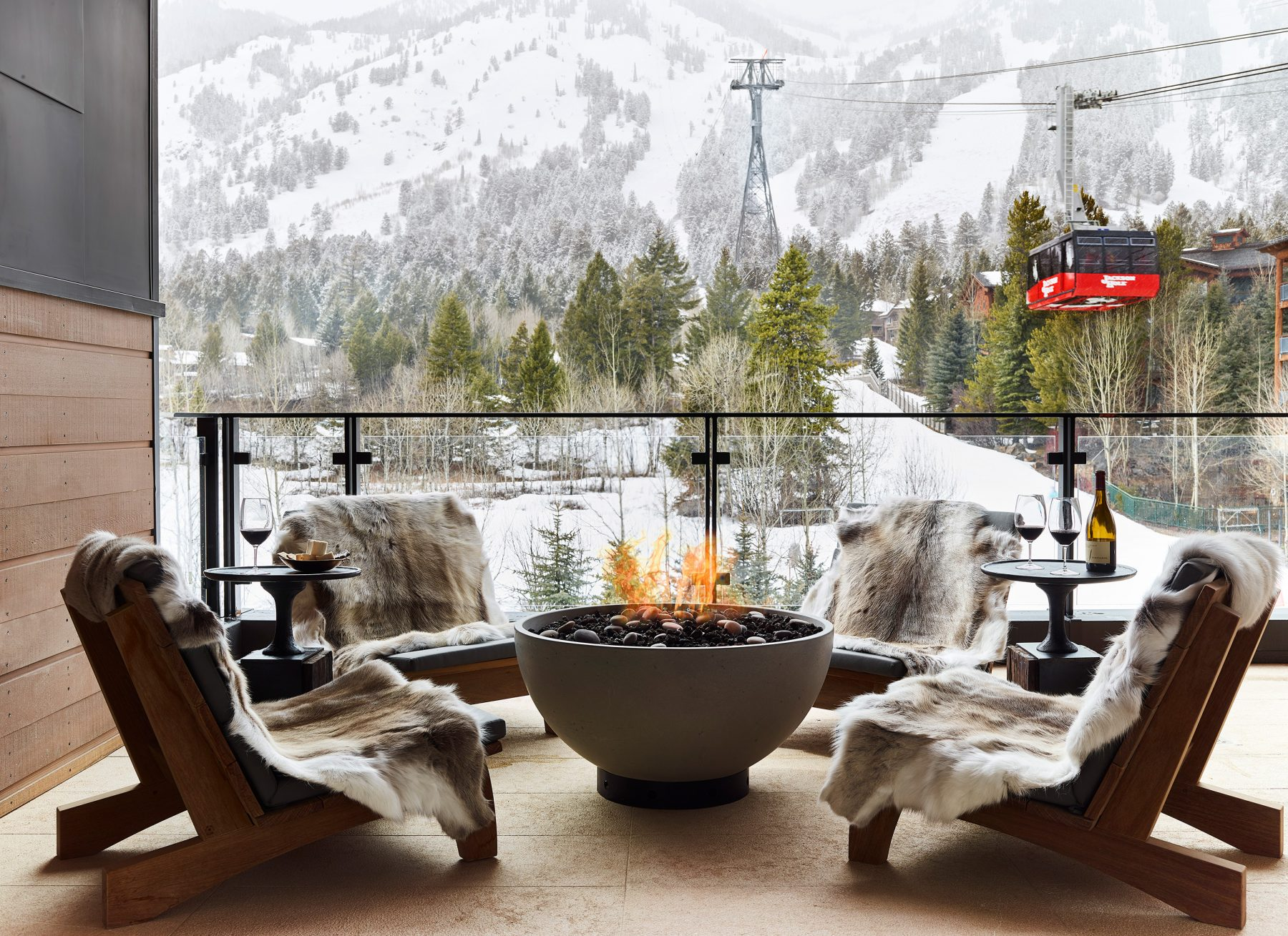 Newberry suite - outdoor patio overlooking ski lift