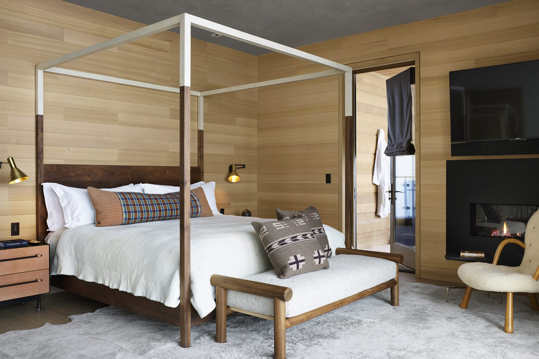 Taupo 4 Bed Suite - king poster bed